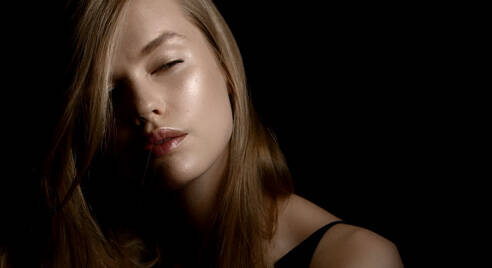 HOW TO STROBE WITH YSL